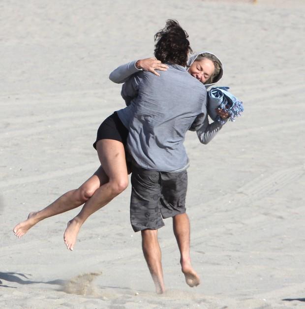 Sharon Stone curte programa romântico com nmoreno em Venice Beach, na Califórnia, nos Estados Unidos (Foto: X17/ Agência)