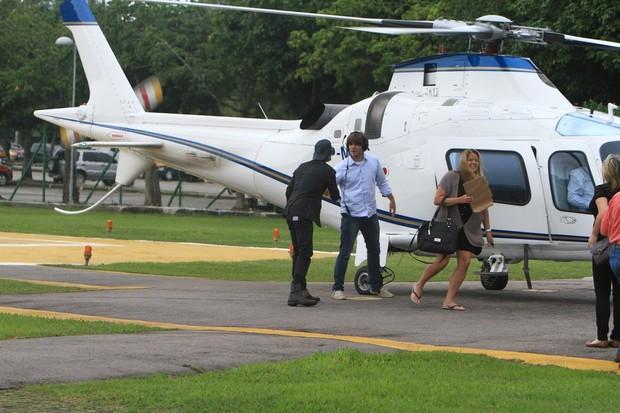 Ian Somerhalder, de 'Vampire Diaries', no helicóptero, no Rio (Foto: Delson Silva/AgNews)