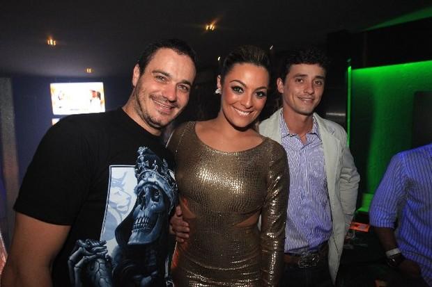 Ex-BBBs Rafa, Monique e Fael no lançamento da revista dela no Rio (Foto: Fred Pontes/ Divulgação)
