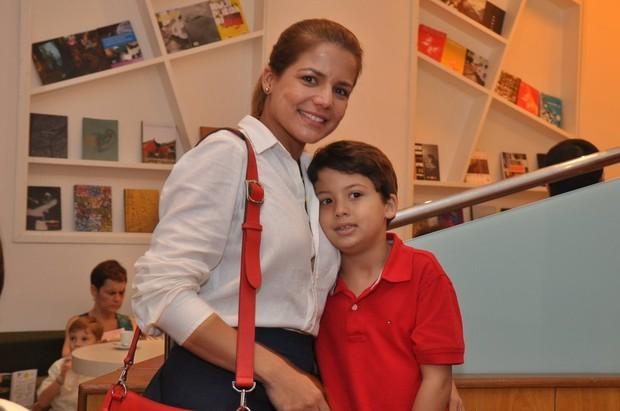 Nívea Stelmann e o filho Miguel (Foto: Roberto Teixeira/EGO)
