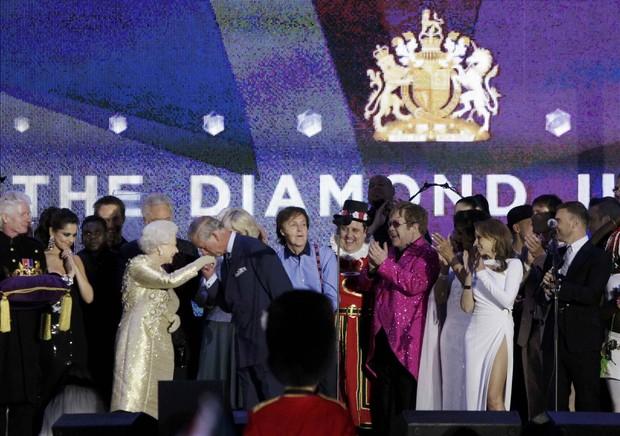 O show que festejou o Jubileu de Diamante da Rainha Elizabeth II, em Londres (Foto: Reuters)