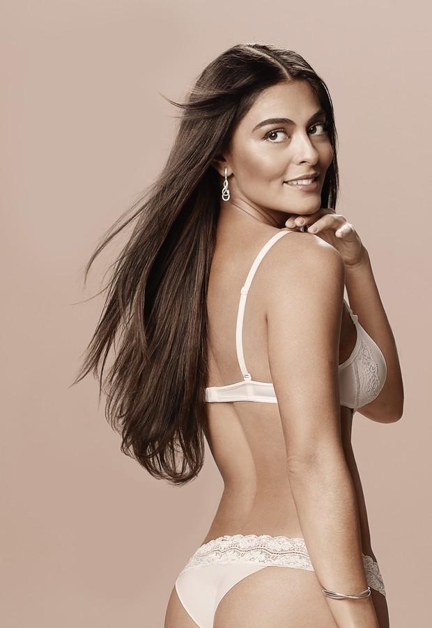 Juliana Paes posa para campanha de lingerie (Foto: Divulgação)