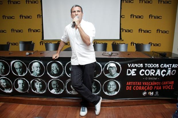 Eri Johnson em lançamento de DVD do Vasco em shopping no Rio (Foto: Graça Paes/ Divulgação)
