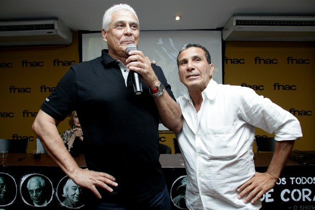 Roberto Dinamite e Eri Johnson em lançamento de DVD do Vasco em shopping no Rio (Foto: Graça Paes/ Divulgação)