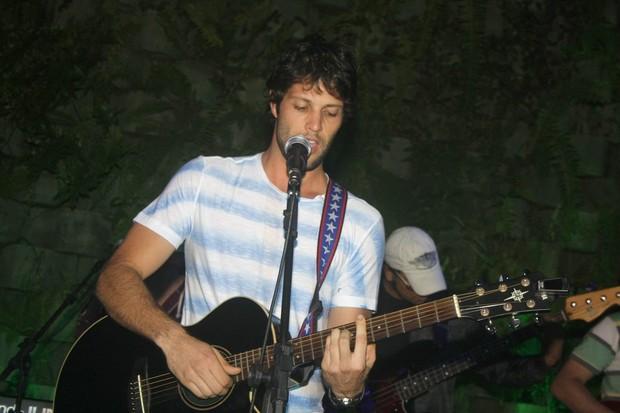 Gustavo Leão se apresenta em boate no Rio (Foto: Rodrigo dos Anjos / Ag. News)