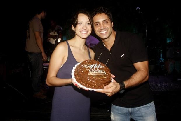 Fabio Keldani comemora seu aniversário com a namorada em boate no Rio (Foto: Rodrigo dos Anjos / Ag. News)
