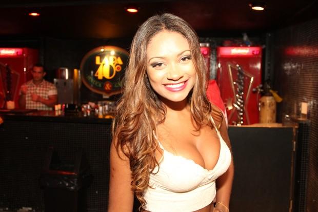 Ex-BBB Jaqueline em show no Rio (Foto: Brunno Dantas/ Divulgação)