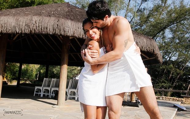 Ex-BBBs Adriana e Rodrigão nos bastidores do Paparazzo (Foto: Alexandre Campbell/Paparazzo)