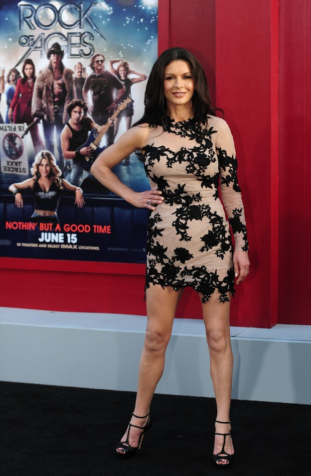 Catherine Zeta-Jones na pré-estreia mundial de 'Rock of Ages', em Hollywood (Foto: AFP)