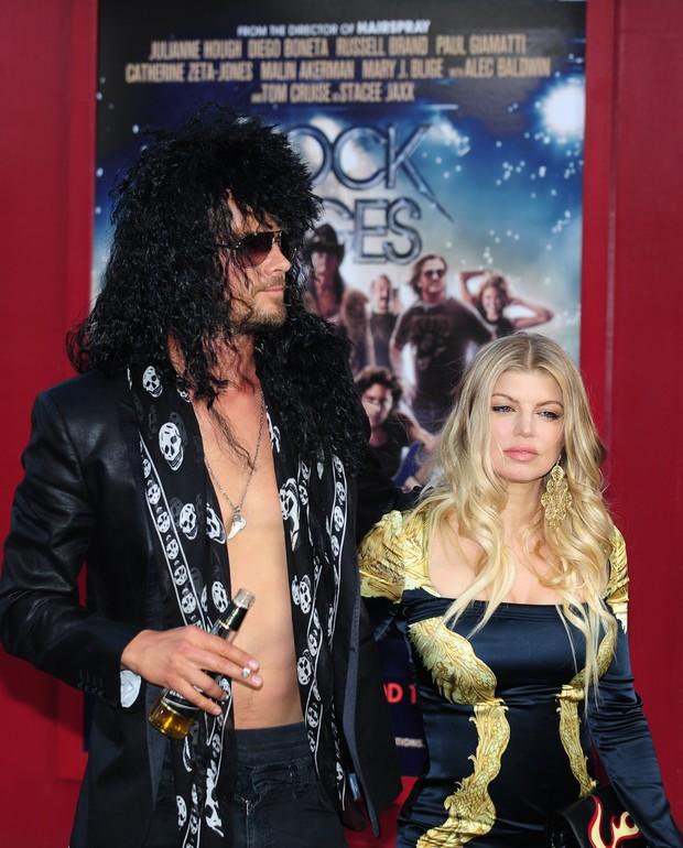 Fergie e o marido, Josh Duhamel na pré-estreia mundial de 'Rock of Ages' em Hollywood (Foto: AFP)