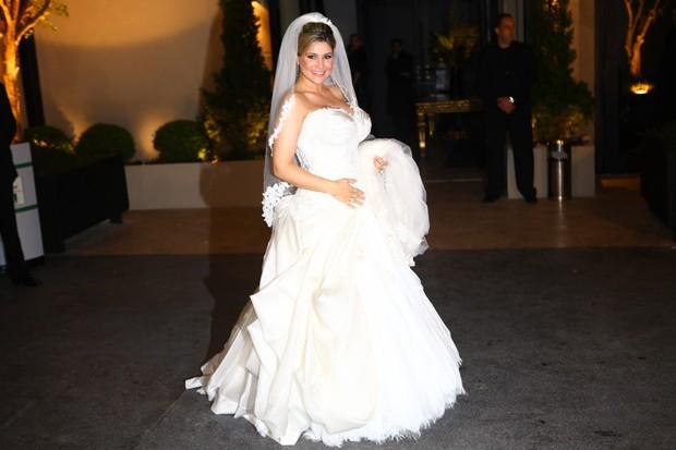 Dani Souza chegando no casamento com Dentinho (Foto: Iwi Onodera / EGO)