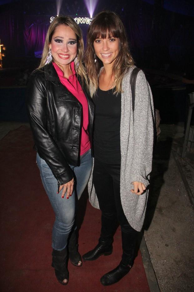 Juliana Didone e amiga no circo (Foto: Marcus Pavão/Ag. News)