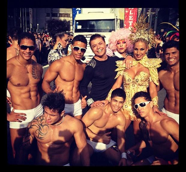 David Brazil posta foto com Valesca Popozuda na Parada Gay (Foto: Instagram / Reprodução)