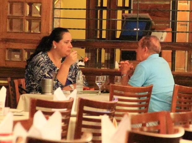 Renato Aragão e a mulher (Foto: Delson Silva / Ag News)