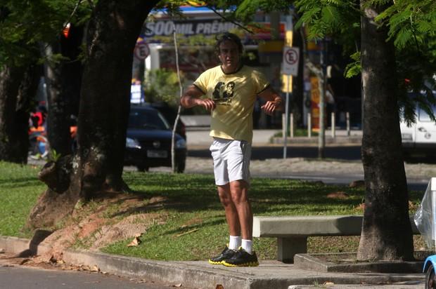 Alexandre Borges malha na Lagoa Rodrigo de Freitas (Foto: Edson Teófilo/PhotoRioNews)