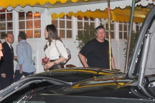 Ana Furtado e Boninho deixam restaurante na Zona Sul do Rio (Foto: Fausto Candelária/ Ag. News)