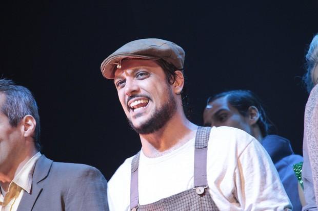 Lúcio Mauro Filho em ação em 'Mágico de Oz' no Rio (Foto: Isac Luz/ EGO)