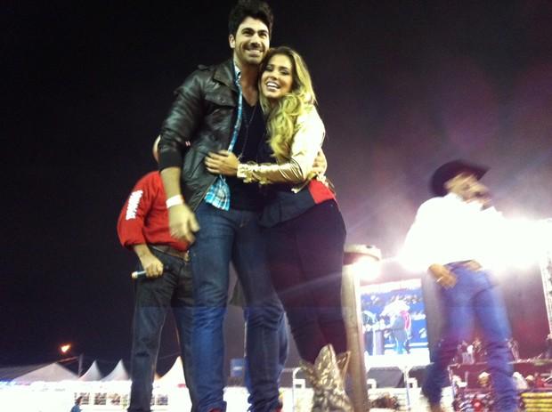 Rodrigão pede Adriana em casamento em rodeio de Americana (SP) (Foto: Luciana Tecídio/EGO)