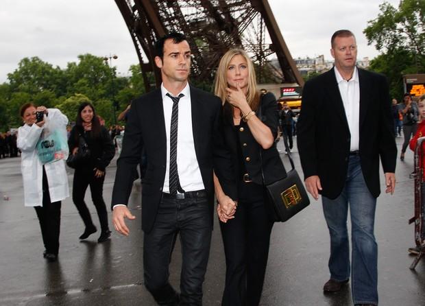 Jennifer Aniston com o namorado Justin Theroux em Paris, na França (Foto: Grosby Group/ Agência)