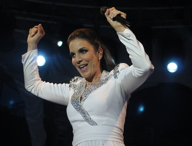 Ivete no palco (Foto: Ag.News/Francisco Cepeda)