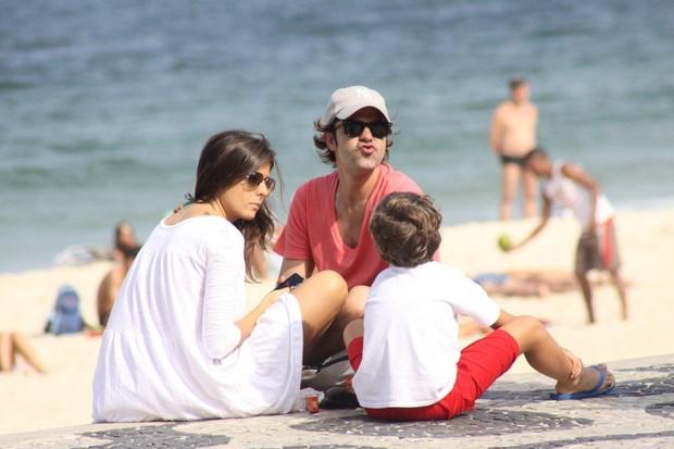 Bruno Mazzeo com o filho e uma amiga (Foto: J. Humberto/ Ag. News)