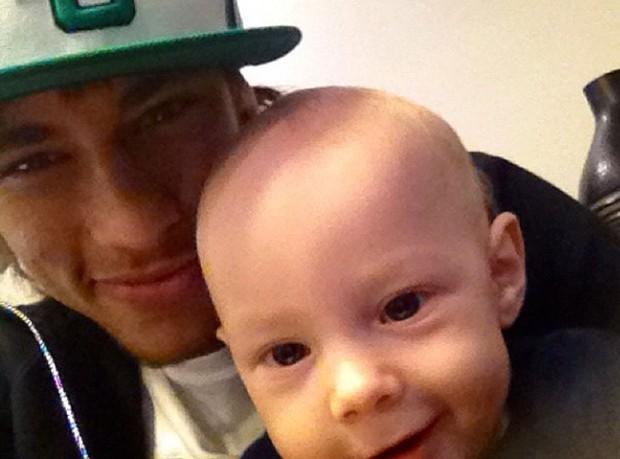 Neymar e o filho Davi Lucca (Foto: Twitter/ Reprodução)