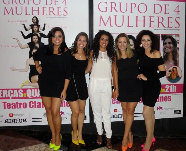 Giselle Lopps, Michelly Coutinho, Noemí, Giovanna Fraga, Luana Mitchell após sessão de peça no Rio (Foto: Divulgação)