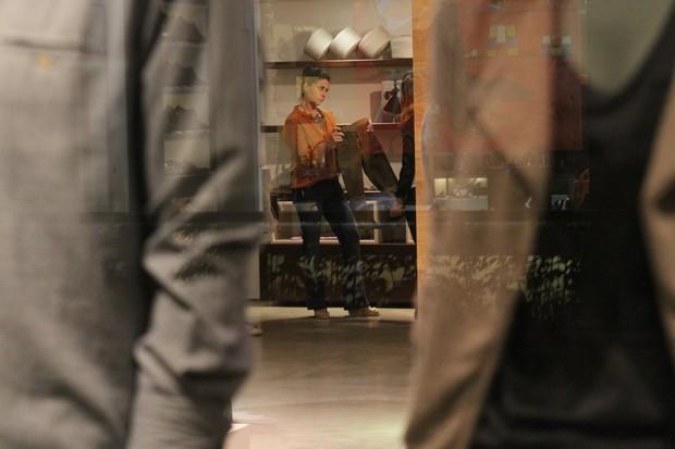 Giovanna Antonelli faz compras em shopping no Rio (Foto: Daniel Delmiro/ Ag. News)