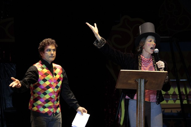 Luana Piovani apresenta o Unicirco, com Marcos Frota (Foto: Isac luz / EGO)