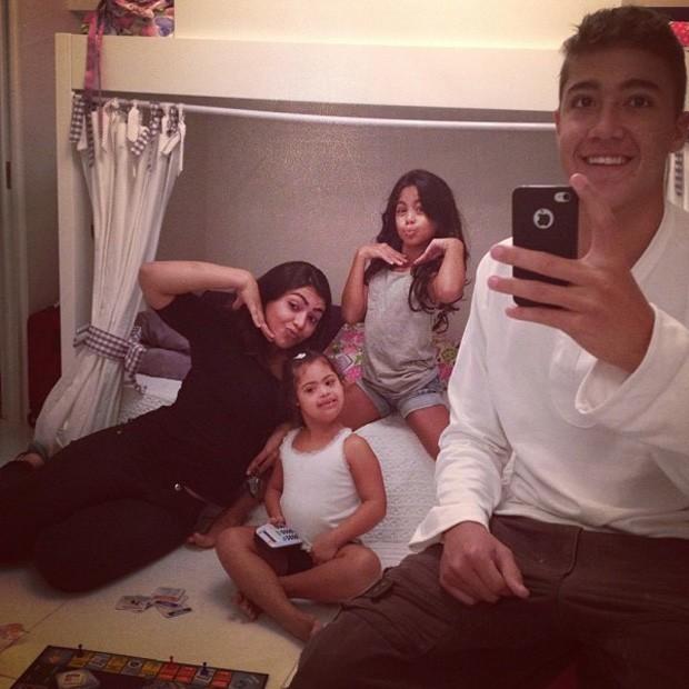 Romarinho posta foto com os irmãos (Foto: Instagram / Reprodução)