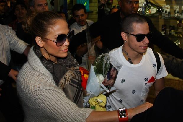 Jennifer Lopez desembarca com o namorado no aeroporto de Guarulhos SP (Foto: Manuela Scarpa/Photo Rio News)