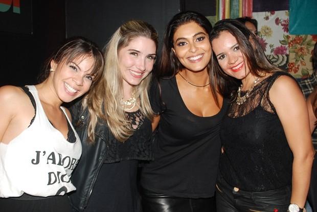 Juliana Paes com Atriz Cacau Melo e as amigas Aline e Anni em boate do Rio (Foto: Myrele Symio / Divulgação)