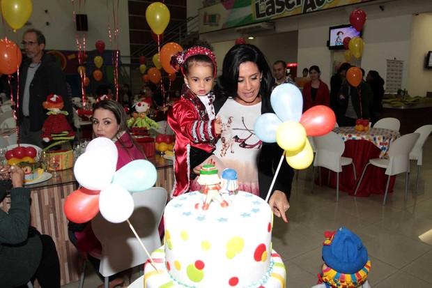 Scheila Carvalho com a filha Giulia na sua festa de 2 anos (Foto: Orlando Oliveira / AgNews)
