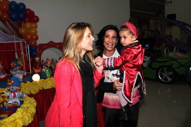 Scheila Carvalho com a filha Giulia e Sheila Mello (Foto: Orlando Oliveira / AgNews)