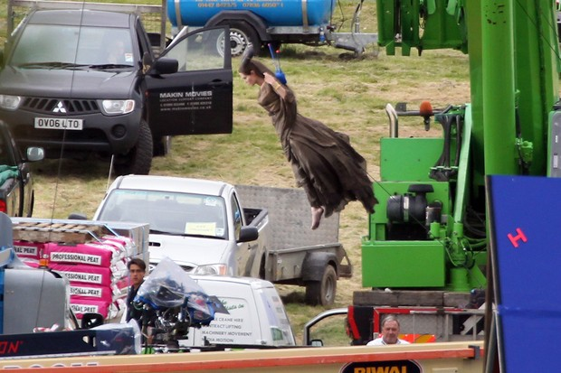 "Angelina Jolie no set de ""Maleficent"" (Foto: Brainpix / Agency)"