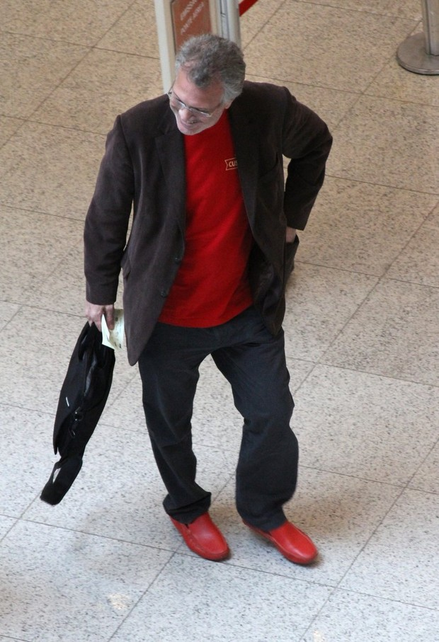 Pedro Bial no aeroporto Santos Dumont, RJ (Foto: Henrique Oliveira/Photorio News)