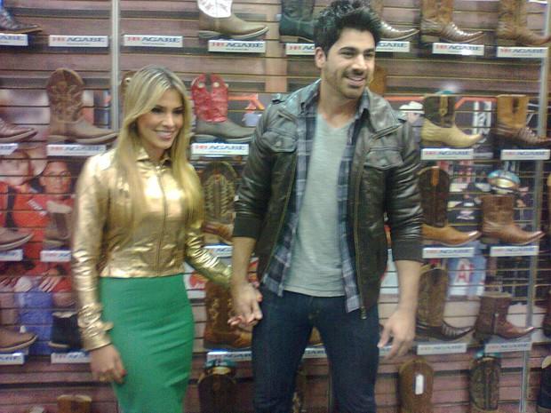 Adriana e Rodrigão no  lançamento de uma coleção de botas  (Foto: Divulgação)