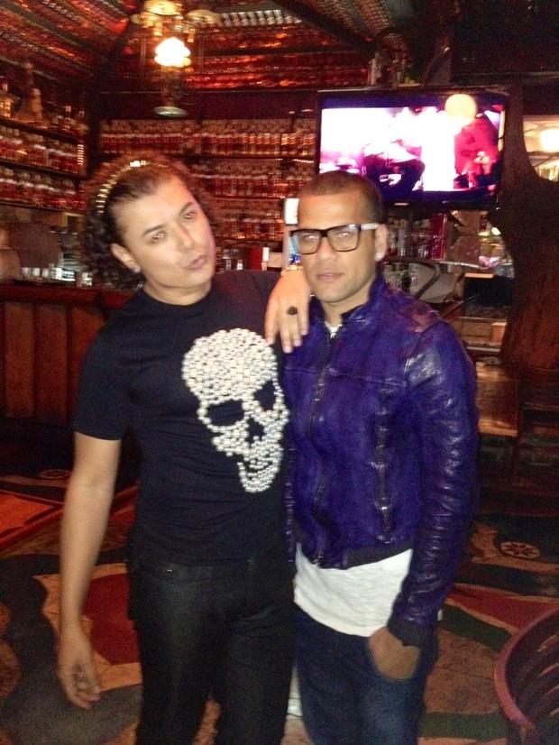 David Brazil e Daniel Alves (Foto: Reprodução/Twitter)