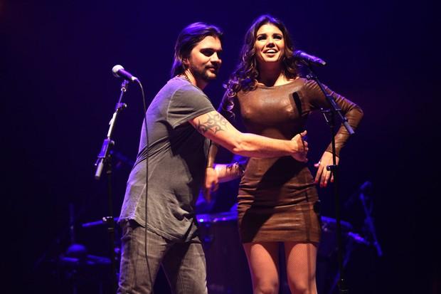 Juanes canta com Paula Fernandes em São Paulo (Foto: Iwi Onodera/ EGO)