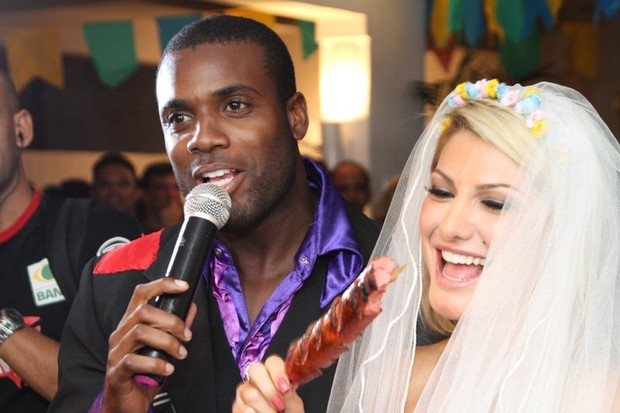 Rafael Zulu e Antônia Fontenelle em festa junina no Rio (Foto: Anderson Borde/ Ag. News)