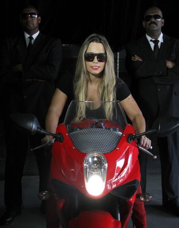 funkeira Taty Princesa, famosa em moto, gostosa em moto, Mulher semi nua em moto, Famous on bike, woman motorcycle, babes on bike, woman on bike, sexy on bike, sexy on motorcycle, ragazza in moto, donna calda in moto, femme chaude sur la moto, mujer caliente en motocicleta, chica en moto, heiße Frau auf dem Motorrad