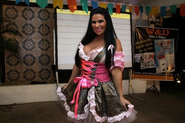 Solange Gomes em festa junina no Rio (Foto: Graça Paes/ Foto Rio News)