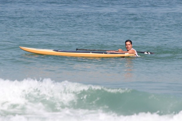 Julio Cesar na praia no Rio (Foto: Clayton Militão/Fotorio News)