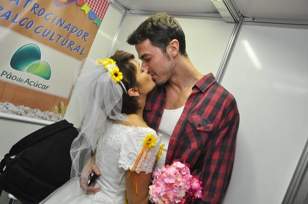 Geovanna Tominaga e o namorado, o advogado Eduardo Duarte (Foto: Roberto Teixeira/ EGO)