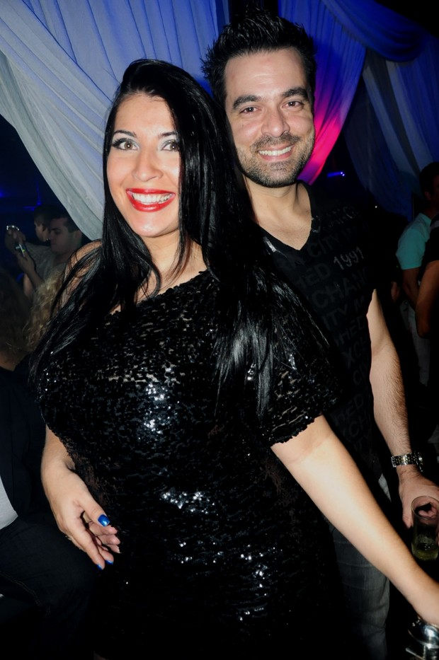 Priscila Pires e o marido (Foto: Daniel Lewinsohn/Divulga&#231;&#227;o)