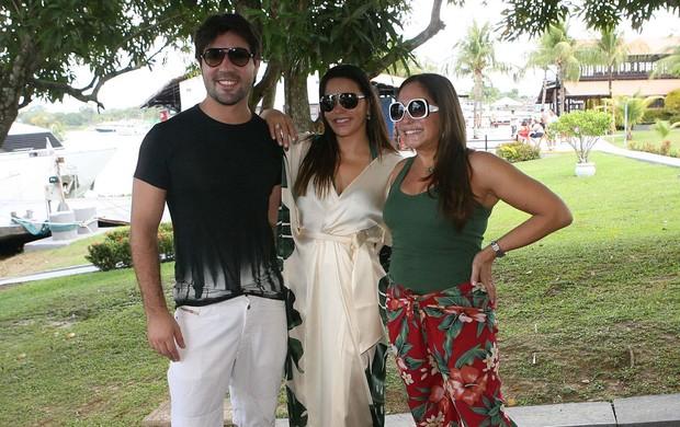 Susana Vieira com o namorado Sandro Pedroso e a primeira dama do Amazonas, Nejmi Jomaa Aziz  (Foto: Divulgação)
