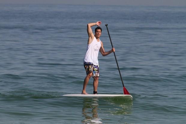 Julio Cesar na praia no Rio (Foto: Dilson Silva/AgNews)