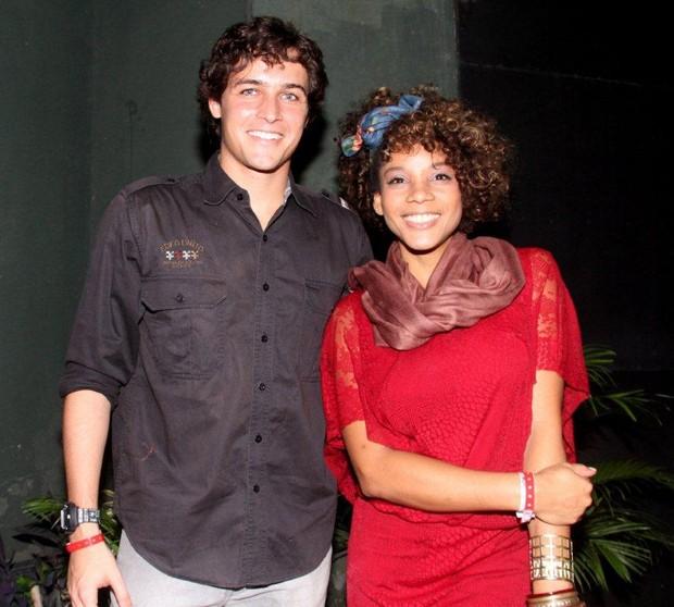 Felipe Dylon e Aparecida Petrowky vão a show do Jota Quest no Rio (Foto: Onofre Veras/Ag. News)