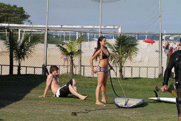 Isis Valverde e o namorado no Rio (Foto: Dilson Silva/AgNews)