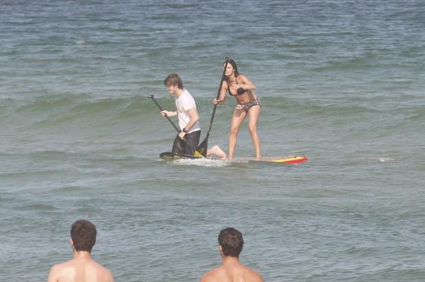 Isis Valverde e o namorado no Rio (Foto: Marcos Ferreira/Fotorio News)